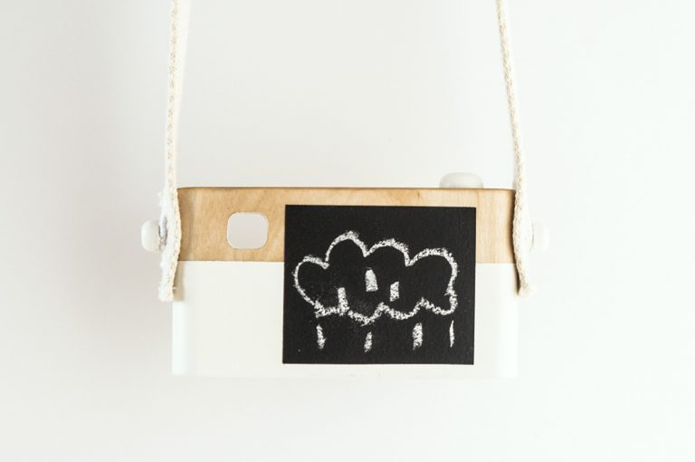Appareil Photo en bois blanc verso