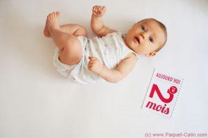 Calendrier bébé moi par mois (plusieurs coloris)