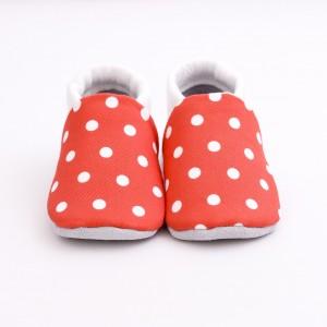chaussons bébé rouges à pois blanc face