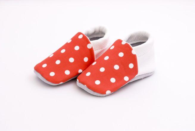 chaussons bébé rouges à pois blanc 3
