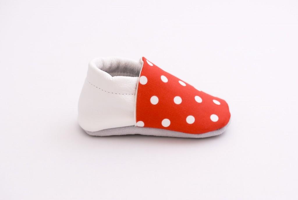 chaussons bébé rouges à pois blanc