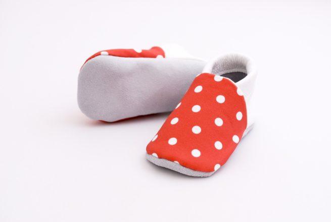 chaussons bébé rouges à pois blanc 6